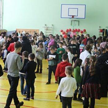 Галерея - В гимназии С.И.Олейника прошла благотворительная ярмарка 05.02.2019 | Фонд Инна
