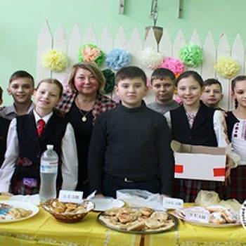Акції - В гімназії С.І.Олійника пройшла ярмарка добра в допомогу підопічним Фонду | Фонд Інна