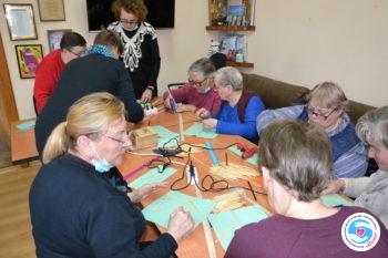 Новости - Сеанс арт-терапии: изготовление шкатулки из палочек | Фонд Инна